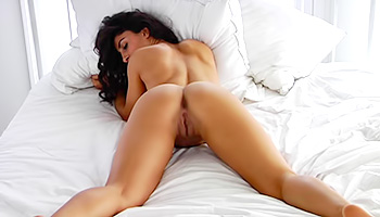 Hot babe with curly hair reveals her pussy while playing around in a bright white room. The main attraction of this scene is definitely this cutie.